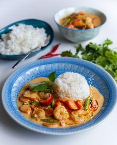 Röd thai curry med räkor - ZEINAS KITCHEN Thai Curry, Zeina, Spicy Thai, Food Goals, Scampi, Halloumi, Seafood, Paleo, Food And Drink