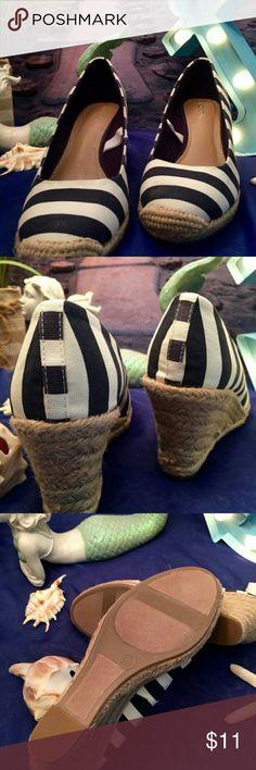 """NEW NAUTICAL"" Navy Blue & White Shoe Summer Wear Burlap Wedge. w/ BOX Shoes"