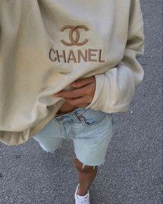 Dress To Impress, Mom Jeans, Crew Neck, Chanel, Graphic Sweatshirt, Fashion Outfits, Sweatshirts, Fitness, Sweaters