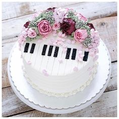 piano cake for girls music themed cakes designs Music Themed Cakes, Music Cakes, Theme Cakes, Pretty Cakes, Beautiful Cakes, Amazing Cakes, Unique Cakes, Creative Cakes, Bolo Musical