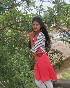 Beautiful Girl Photo, Beautiful Girl Indian, Beautiful Indian Actress, School Girl Pics, Wedding Saree Blouse Designs, Beautiful Pakistani Dresses, Desi Girl Image, Dehati Girl Photo, Indian Girl Bikini