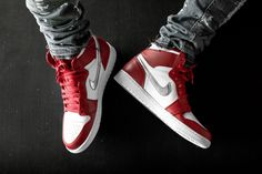 Sneaker Outfits, Converse Sneaker, Puma Sneaker, Jordan 1 Red, Jordan 1 Retro High, Jordan Nike, Sneakers Mode, Sneakers Fashion, Nike Sneakers