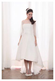 abito corto davanti e lungo dietro ....perfetto per una cerimonia civile