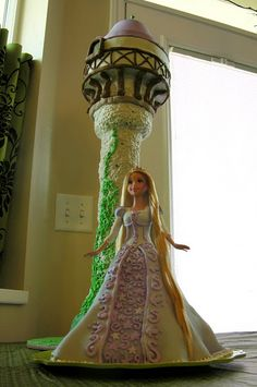This is pretty much the most amazing Tangled birthday party I've ever seen.  My daughter would freak out!