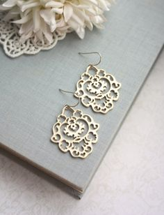 Gold Moroccan Gypsy Filigree Chandelier Earrings. por Marolsha