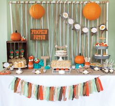 Little Pumpkin Rustic Fall Baby Shower Ideas halloween babyshower ideas Otoño Baby Shower, Baby Shower Parties, Baby Shower Themes, Baby Shower Gifts, Shower Ideas, Man Shower, Little Pumpkin Party, Baby In Pumpkin, Pumpkin Gender Reveal