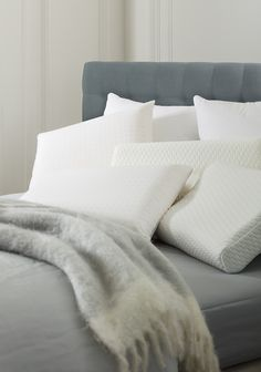Pillow collection Ultima by Beka. A pillow according to your sleeping habits solely made with innovative materials. #beka #pillow
