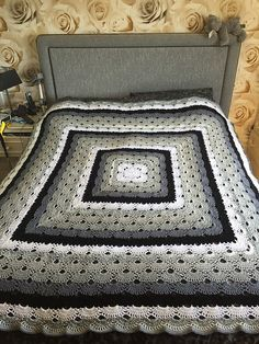 Crochet this beautiful virus blanket as a baby blanket or as a king sized bed spread. This would make a great gift for jena! Crochet Home, Knit Or Crochet, Crochet Crafts, Crochet Projects, Free Crochet, Crochet Baby, Crotchet, Crochet Bedspread, Afghan Crochet Patterns