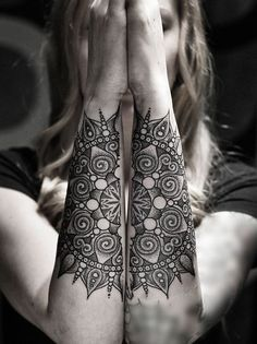 I had to make a tattoo board just for this. Gorgeous. If I ever decide to get a tattoo, it'll be something like this. Maybe not so big, but it's really beautiful.