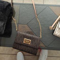MK side purse Brown MK cross body purse Michael Kors Bags Satchels – purses and handbags totes Sac Michael Kors, Michael Kors Crossbody Bag, Handbags Michael Kors, Mk Handbags, Purses And Handbags, Brown Mk Purse, Louis Bag, Side Purses, Cross Body Handbags