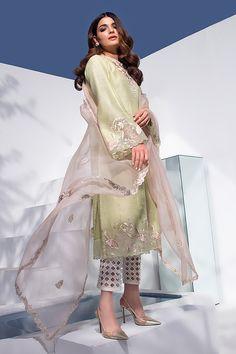 Stylish Dress Designs, Designs For Dresses, Stylish Dresses, Wedding Dresses For Girls, Indian Wedding Outfits, Girls Dresses, Pakistani Fancy Dresses, Pakistani Dress Design, Kurti Neck Designs