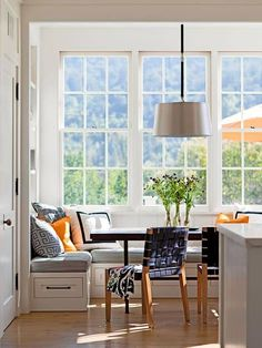 Eat In kitchen breakfast nook. White banquette with blue and orange accents Coin Banquette, Banquette Seating, Kitchen Nook, Eat In Kitchen, Kitchen Banquette Ideas, Kitchen White, Kitchen Tips, Kitchen Ideas, Corner Breakfast Nooks