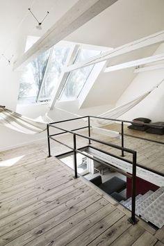 Dernier étage - escalier et luminosité