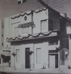 Το δημαρχείο, γωνία 25ης Μαρτίου και Παλαιολόγου, 1961 Πρωτομαγιά. Το 1991 το δημαρχείο μεταφέρθηκε στην Ελ. Βενιζέλου στη σημερινή του θέση. Broadway Shows