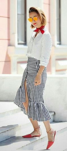 Awesome 35 Mix Match Clothing Motifs That Are Look Good Casual Skirt Outfits, Summer Outfits, Work Outfits, Matches Fashion, Fashion Looks, Gingham Skirt, Ruffle Skirt, Skirt Midi, Street Style Summer