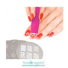 Te enseñamos un par de accesorios ideales para llevar las uñas más originales este #verano.