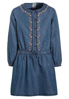 82393d4b818 ¡Consigue este tipo de vestido vaquero de Oshkosh ahora! Haz clic para ver  los
