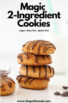 No flour, no butter, no eggs, no sugar needed. These magic cookies are ready in no time and are actually good for you! Healthy Vegan Snacks, Vegan Sweets, Vegan Desserts, Healthy Desserts, Easy Desserts, Easy Vegan Cookies, Healthy Cookies, Gluten Free Cookies, 2 Ingredient Cookies