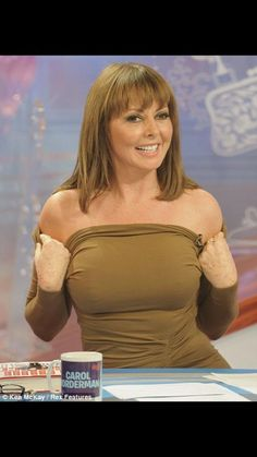 Page 1 of 3 - Carol Vorderman - posted in General Chat: Anyone else miss her being on the tele? Denise Welch, Rachel Welch, Sexy Older Women, Sexy Women, Carol Vorderman Pictures, Carol Vordeman, Bollywood, Tv Presenters, Voluptuous Women