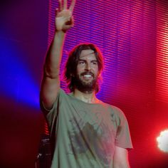 Rob at the end of a concert Great Bands, Cool Bands, Brad Delson, Joe Hahn, Rob Bourdon, Trent Reznor, Mike Shinoda, Chester Bennington, Linkin Park