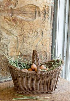 This french country style market basket is great for daily tasks or storage. Load up on organic produce at your local farmers' market, bring in fresh cut flowers or take a picnic. With so many uses this Willow Farmers' Market Basket is a must have for farmhouse living.
