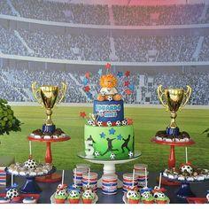 Olha que show essa decoração tema Futebol.  Adoreiiii  super original  Via @dentrodafesta  #festacriativa #festainfantil #festafutebol #futebol #temafutebol #festademenino #menino