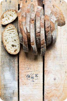 """Dieses Weizensauerteigbrot aus meinem Buch """"Schweizer Brot"""" ist ein tolles Rezept für ein helles, mildes Weizensauerteigbrot. Viel Spass damit!"""