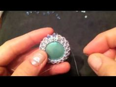 Tutorial Incastonatura Cabochon con tecnica Capricho, via YouTube.
