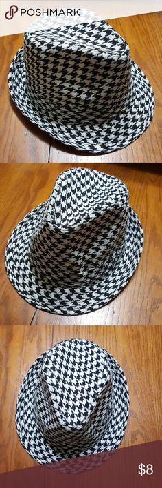 Alabama crimson tide houndstooth hat NWOT Size S/M Accessories Hats