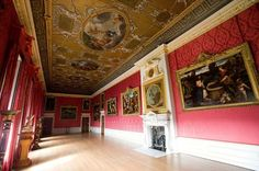 The King's Gallery in Kensington Palace - one of Queenie's houses that we visited.