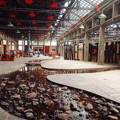 SESC Pompéia era uma antiga fábrica de tambores e, mais tarde, projetada pela arquiteta italiana Lina Bo Bardi. Hoje recebe shows, exposições, atividades esportistas e muito mais.