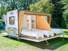Created by Dutch designer Eduard Bohtlingk, the Markies trailer expands to nearly three times its original size, offering an amazing outdoor camping experience with adjustable awnings that allow travelers to sleep under the stars, if they so desire. Camping Car, Camping Hacks, Outdoor Camping, Mobile Living, Mobile Home, Glamping, Teardrop Camper, Kombi Home, Luxury Camping