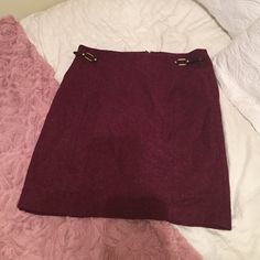 Tommy Hilfiger Cranberry Skirt Worn once !! Tommy Hilfiger tweed like material skirt, looks great for work or special occasions. Pairs wonderfully with a pair of riding boots ! Tommy Hilfiger Skirts Pencil