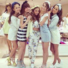 gyaru-coordinates:  Brand: Rienda // Rienda GirlsMm this palette is popular.