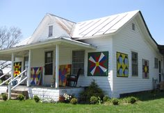 He paints barn quilts