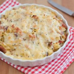 Mexican Tortilla Casserole - Appetizer, Side Dish Mexican food has its own great taste. This dish is prepared with beans, corns and cheese. Let try Mexican Tortilla Casserole and entertain your family and guest. Ham And Cheese Pasta, Bacon Pasta Bake, Macaroni And Cheese Casserole, Cheesy Mac And Cheese, Tortilla Casserole, Ham Casserole, Casserole Dishes, Casserole Recipes, Ham Pasta