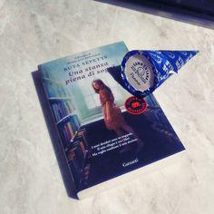 Giorno 6 (ieri) della #fourfriendsforchallenge di @acupofteandagoodbook @areadersthousandlives @ilgiardinosegretodigretel e @abeautifulencounter - Book and ice-cream  #book #books #libro #libri #leggere #lettura #food #icecream #foodporn #love #instalibro #instalove #amoleggere #libriovunque #bookslover #bookaholic #bookstagram #bookish #bookworms #reading #like #romanzo #scrivere #photooftheday #picoftheday #seguimi #bookstagrammer #blogger
