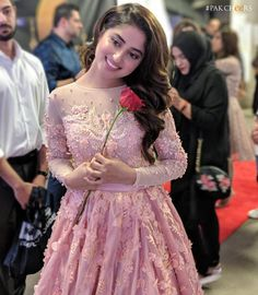 """Sajal Ali Firdous"" in peach pink tulle gown with hand crafted details at Humawards 2018 Wadrobe MUA Mahira Khan Dresses, Sajjal Ali, Bridal Dresses, Flower Girl Dresses, Prom Dresses, Indian Photoshoot, Pakistani Actress, Pakistani Models, Girls Dpz"