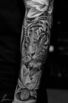 ärmel tattoo, arm tätowieren, blumen, tigerkopf, lilien, tattoos