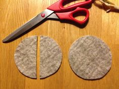 Tutoriales Bricolage, manualidades e ideas Christmas Crafts For Toddlers, Toddler Christmas, Diy Christmas Ornaments, Crafts For Kids, Sewing Hacks, Sewing Crafts, Sewing Projects, Earbud Holder Diy, Headphones Tattoo