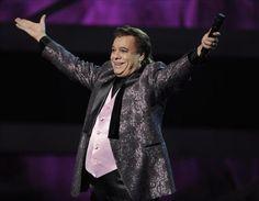 """Juan Gabriel salió del hospital y """"se mantiene optimista y de buen humor"""""""
