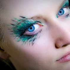 Peacock makeup for Hallowe'en! This is pretty cool but I'm not sure if I can rock it or that it won't run...