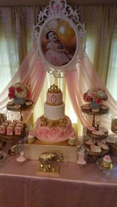 Discover thousands of images about Safari princess party Baby Girl Birthday, First Birthday Parties, First Birthdays, Birthday Ideas, Disney Princess Party, Baby Shower Princess, Princesse Party, Gold Party, Birthday Decorations