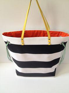 DIY Stripe + Color Tote by fabricpaperglue #DIY #Tote #fabricpaperglue