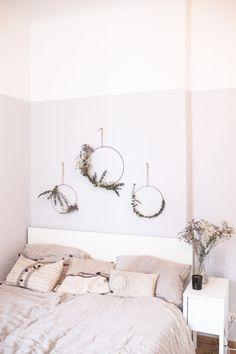 Ich liebe Eukalyptus und das Schlafzimmer war eindeutig viel zu kahl. Also habe ich mich dazu entschieden, beide Fakten miteinander zu kombinieren und mir Eukalyptus an die Wand zu packen.