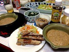 こんばんは\(^o^)/先ほど温泉にいき、気持ちよかった。さて晩ご飯、大和芋の山かけ、とみさん手作りの芋をHIROさんがほってー、すごくネバネバで美味しかったー*\(^o^)/* 塩辛は、美栄子さんの手作りを昨日いただいたので、今日いただきました。これも、美味しかった!!ありがとうございました。豚肉巻も、さっぱりでー。あー、壱岐2日めも終わりましたー。またまた、明日。壱岐の皆さんとまた、会えるかな?ではー、またね! - 5件のもぐもぐ - 大和芋の山かけご飯 長芋の豚ロース巻 白菜と人参のサラダ イカの塩から かぶの漬物 イカウニ 昆布の佃煮 by 126kei