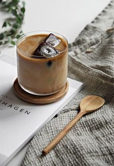 Only Deco Love: Cold Coffee with frozen coffee ice cubes. Well this does look very Copenhagen, doesn't it?