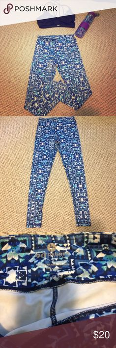 90 degree by reflex beautiful leggings! Excellent very gently used condition. Worn 2-3 times. Size small. Full length. 88% polyester and 12% spandex. Great material and don't fall down or get loose during work outs or daily wear. Small key pocket in waist band. 90 Degree By Reflex Pants Leggings