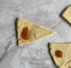 Marmelade Kipferl - Backen mit Christina Food And Drink, Eat, Desserts, Judo, Sweet Bread, Sheet Cakes, Challah, Baking Tips, Coconut Yogurt