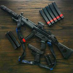 Guns and shit Airsoft Guns, Weapons Guns, Guns And Ammo, Zombie Weapons, Armas Airsoft, Armas Ninja, Submachine Gun, Custom Guns, Cool Guns